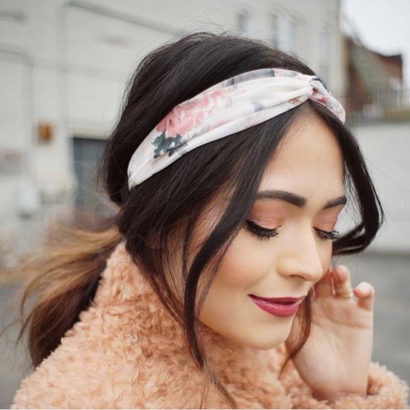 Floral twist turban headband. NWT. Forever 21 7b5e8a686fb